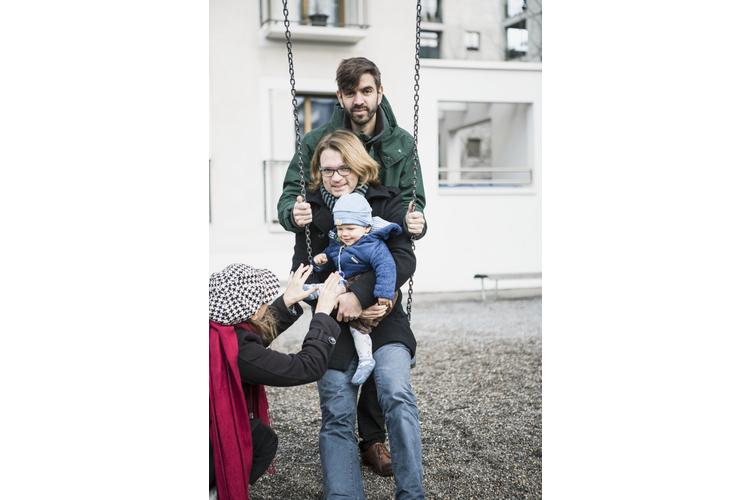 Kinder, welche bei gleichgeschlechtlichen Eltern aufwachsen, werden nicht häufiger homosexuell als andere Heranwachsende.