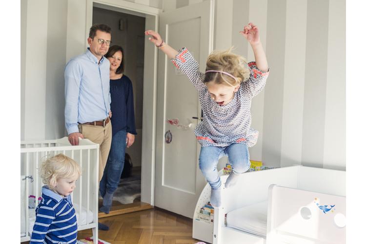 Kathrin und Nils Ulrich mit ihren beiden Kindern.