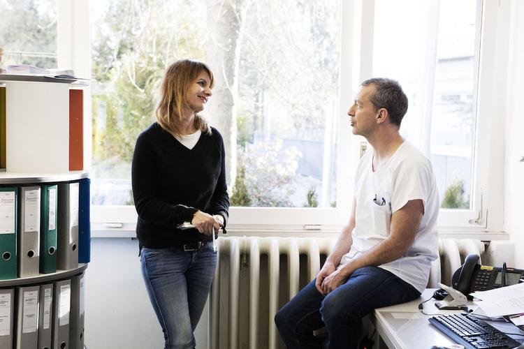 Georg Staubli mit Fritz+Fränzi-Autorin Claudia Landolt. Bild: Vera Hartmann / 13 Photo