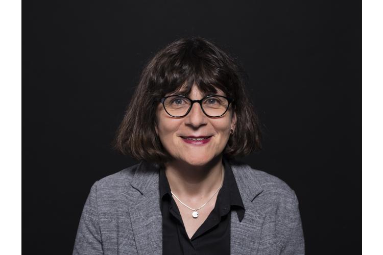 Zur Person: Dr. Christa Binswanger ist ständige Dozentin für Gender und Diversity an der Universität St. Gallen. Sie beschäftigt sich unter anderem mit kulturwissenschaftlicher Geschlechterforschung.