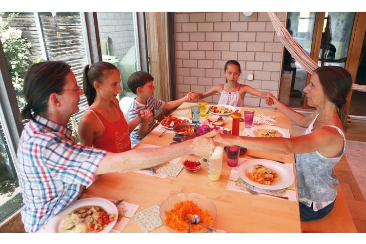 «Mögen alle Wesen glücklich sein»: der Segensspruch der Gantenbeins bei den Mahlzeiten.
