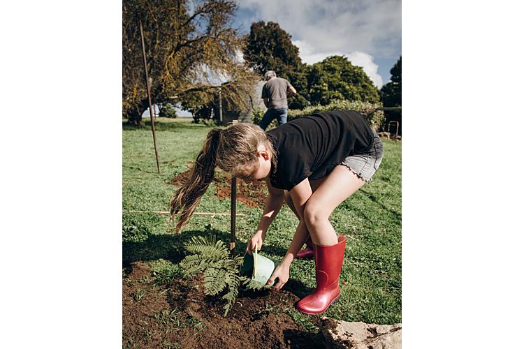 «Das Wichtigste ist, was wir vorleben. Kinder übernehmen Prioritäten und Lebensstil von den Eltern, und hier ist Handeln zentraler als Reden. Toll ist es, wenn der Umweltschutz ein Familienprojekt wird», sagt Umweltexpertin Hannah Scheuthle.