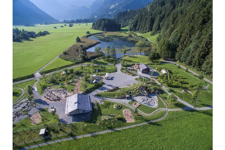 Spielen auf dem Alpkultur-Spielplatz Lenkerseeli.