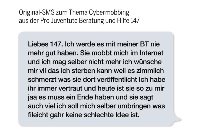 1/2 Original-SMS zum Thema Cybermobbing, die bei der Pro Juventute Anlaufstelle für Kinder und Jugendliche «Beratung +Hilfe 147» eingegangen ist.