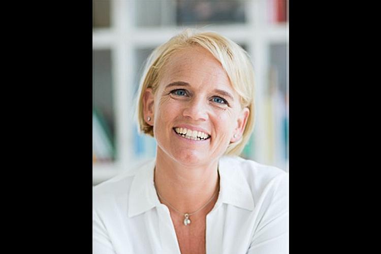 Caroline Märki ist Gründerin und Leiterin von familylab.ch, Familienberaterin nach Jesper Juul und Eltern- und Erwachsenenbildnerin mit eidgenössischem Fachausweiss. Caroline Märki ist verheiratet, Mutter von zwei erwachsenen Töchtern und einem Sohn, 16, und lebt in Männedorf ZH.