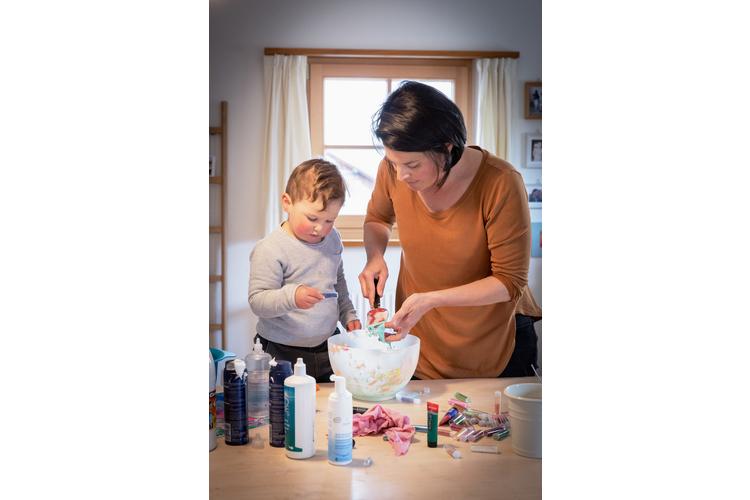 Kinderzeit: Chiara Erni-Biondi mit ihrem Sohn Charlie-Corsin.Lesen Sie ihre Erzählung: «Irgendwann reichts»