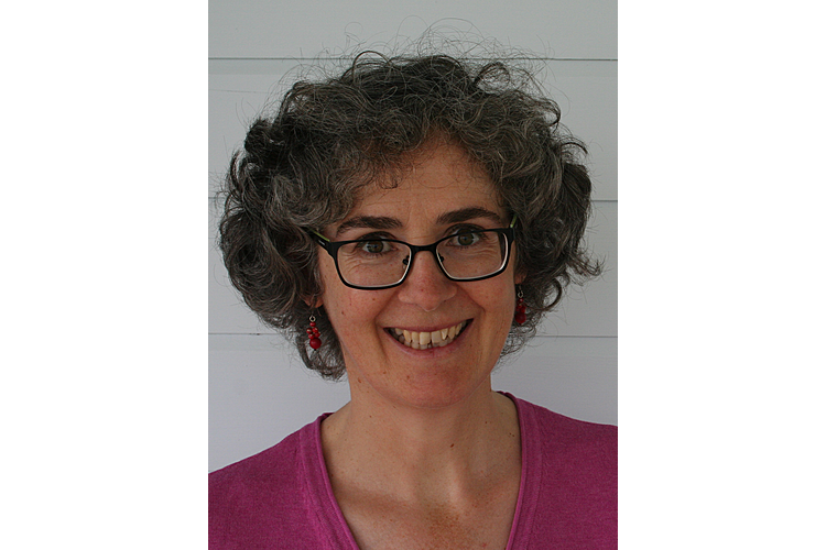 Dr. Sina Bardill ist Psychologin FSP, Supervisorin und Coach BSO. Sie arbeitet seit fast 20 Jahren als Beraterin und Trainerin in eigener Praxis in Scharans GR und Luzern.