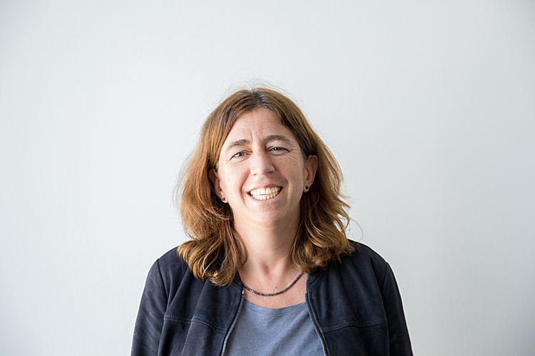 Rahel Tschopp leitet das Zentrum Medienbildung und Informatik an der PH Zürich. Sie ist verantwortlich für die Nachqualifizierung von rund 5000 Lehrpersonen für das Fach Medien und Informatik. Sie gründete und führt das NPO «CompiSternli». Das mehrfach preisgekrönte Projekt fördert den Generationendialog.