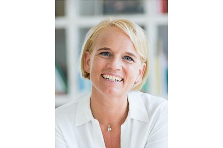 Caroline Märki, 48, ist Gründerin und Leiterin von familylab.ch, Familienberaterin nach Jesper Juul und Eltern- und Erwachsenenbildnerin mit eidgenössischem Fachausweiss. Caroline Märki ist verheiratet, Mutter von zwei erwachsenen Töchtern und einem Sohn, 16, und lebt in Männedorf ZH.