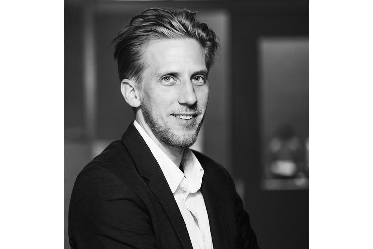 Mikael Krogerus ist Autor und Redaktor des «Magazins». Im ElternMagazin Fritz+Fränzi schreibt er eine Kolumne im Wechsel mit Michèle Binswanger. Mikael Krogerus ist Vater einer Tochter und eines Sohnes. Er lebt mit seiner Familie in Basel.