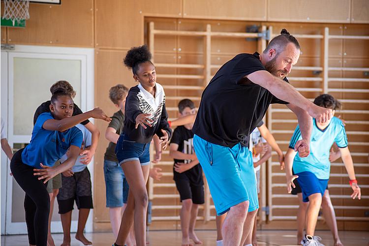 4/7 Tanz und Bewegung sorgen für gute Laune.