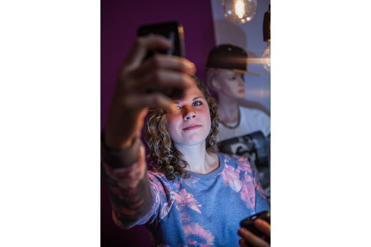 Selfies macht Ladina schon – von Filtern und Instagram hält sie aber nicht allzu viel.