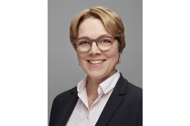 Helke Bruchhaus Steinert ist Fachärztin für Psychiatrie und Psychotherapie mit Praxis in Zürich. Ihre Arbeits- und Forschungsschwerpunkte sind Paar- und Sexualtherapie. 2019 ist ihr Werk «Sexualstörungen» erschienen, ein Handbuch für Therapeuten.