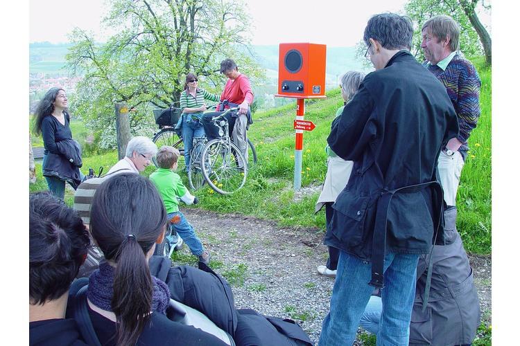 Auf dem Radioweg den alten Stimmen lauschen. Bild: DNS-Transport /Zug