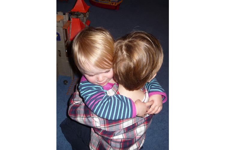 … die Abschiede von Freunden und das ständige Durchtrennen der zarten Wurzeln, nagen an allen. Fotos: Familie Légé