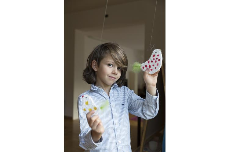 Der 8-jährige Matti wird manchmal wegen seinen langen Haaren für ein Mädchen gehalten. Das stört ihn aber nicht. Uns hat er erzählt, wann Buben auch weinen dürfen und warum Mädchen im Unterricht häufiger aufstrecken. Bild: Salvatore Vinci / 13 Photo