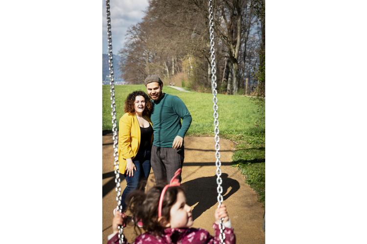Das Leben lehrte sie Achtsamkeit für schöne Momente: Sefora Cuoco und Civan Oezdogan mit ihrer Tochter. Lesen Sie ihre Erzählung: «Eine einzige Achterbahnfahrt»