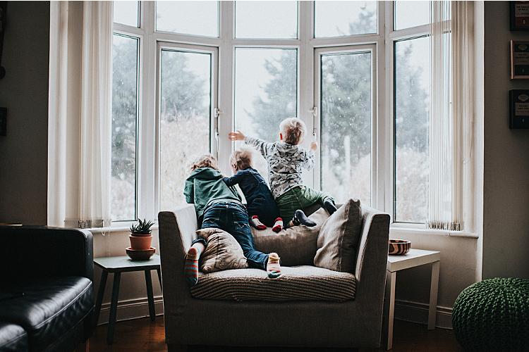 Kinder übernehmen oft die Verantwortung für die Gefühle der Eltern, um diese zu schützen.