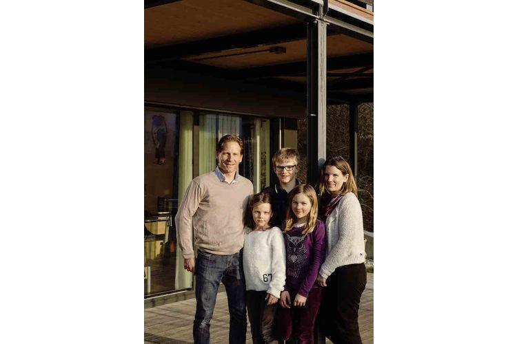 «Vielleicht zieht einmal ein Elternteil zu uns». Die Familie Nigg wohnt in einem Hausteil.