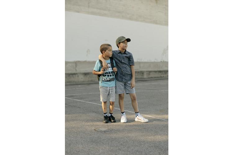 Auch der grosse Bruder kann ein Vorbild sein: Ariseo, 11, und Nelio Graf, 9. Lesen Sie ihre Erzählung: «Wir leben Respekt und Toleranz vor»
