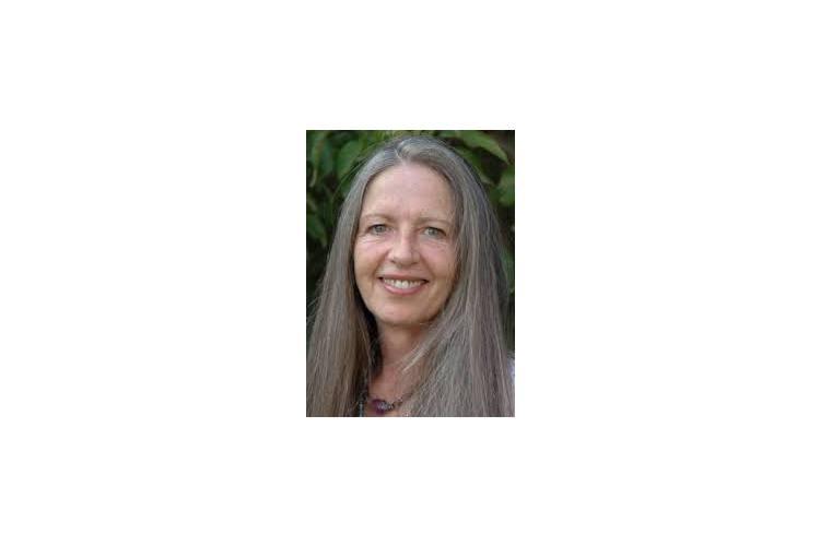 Diana Richardson stammt aus Südafrika und studierte Rechtswissenschaften. Vor mehr als 20 Jahren wandte sie sich der ganzheitlichen Massage und der strukturellen Körperarbeit zu. Seit 1993 leitet sie Making-Love-Retreats für Paare mit ihrem Mann und Seminare für Frauen und hat mehrere Bücher geschrieben («Slow Sex», «Zeit für Weiblichkeit», «Zeit für Männlichkeit»). Sie lebt mit ihrem Mann im Emmental. Weiter Infos: www.livinglove.com