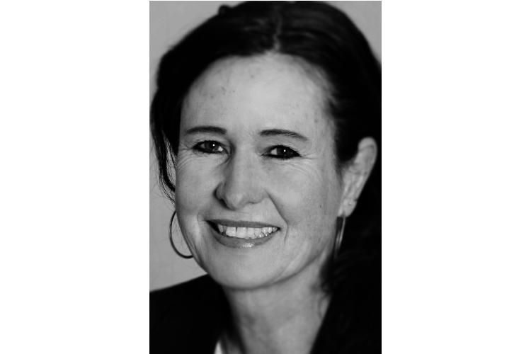 Sonya Gassmann ist Psychologin lic.phil., Mediatorin und Dozentin. In der eigenen Praxis in der Stadt Bern berät sie Einzelpersonen, Paare und Familien. Dabei arbeitet sie auch direkt mit Kindern und Jugendlichen, die von einer Trennung betroffen sind. Gassmann war als Berufsschullehrerin und Schulleiterin tätig sowie als Expertin für Konfliktsituationen und Gesprächsführung beim Bundesamt für Sport.