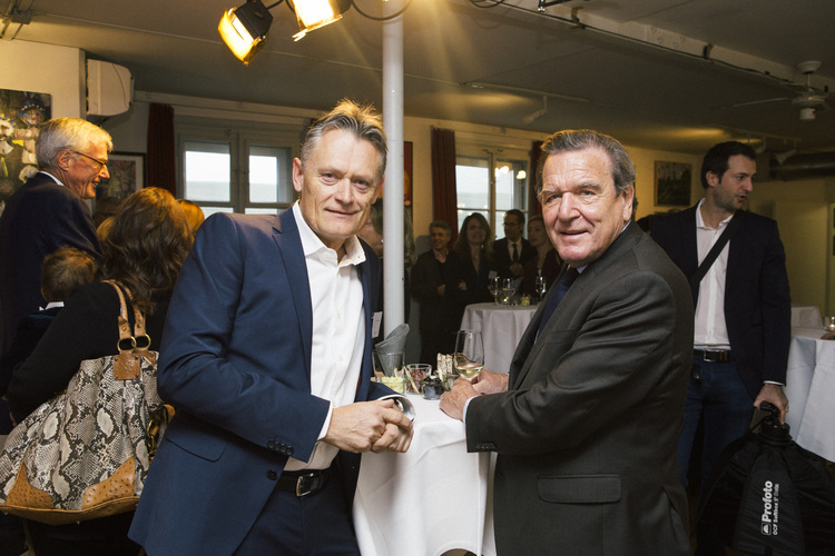 Chefredaktor Nik Niethammer im Gespräch mit Gerhard Schröder.