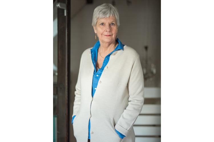 Claudia Haarmann ist als Psychotherapeutin in eigener Praxis in Essen tätig. Ihre Arbeit fokussiert sich auf die Bindungs- und Beziehungsdynamiken in Familien und deren Auswirkungen im Erwachsenenalter. www.claudia-haarmann.de