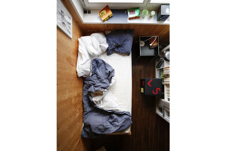 Regel Nummer 1: Das Bett ist handyfreie Zone. Ein normaler Wecker tut es auch.
