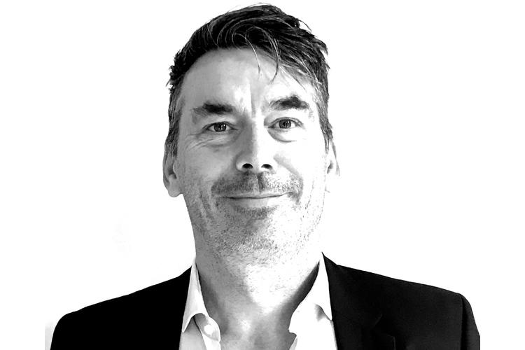Dr. Oliver Strohm ist Partner am Institut für Arbeitsforschung und Organisationsberatung (iafob) in Zürich. Er untersucht, wie sich Arbeits- und Führungsmodelle auf die Leistungen der Mitarbeitenden und die Arbeitszufriedenheit auswirken und berät Unternehmen in Strategie-, Organisations- und Personalfragen. Zudem doziert er an verschiedenen Fachhochschulen über Arbeits- und Organisationspsychologie.