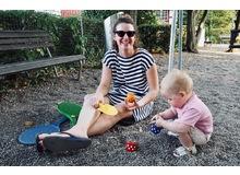 Schere, Lehm oder ebene eine Schaufel in der Hand, Hauptsache etwas Handfestes machen. Autorin Florina Schwander ist Redaktorin bei Fritz+Fränzi und Hobbybastlerin zu Hause mit ihren 2.5-jährigen Zwillingsjungs und der 4.5-jährigen Tochter.