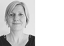 Claudia Füssler gehört zu den Menschen, die kein herausragendes Talent, aber viele Begabungen haben. Dazu gehören bei ihr: aus dem Stegreif gruselige Gutenachtgeschichten erfinden, aus nichts ein leckeres Abendessen zubereiten und den einzigen Rechtschreibfehler in der ganzen Zeitung entdecken.