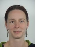 Dr. Anja Gampe forscht am Institut für Psychologie an der Uni Zürich zum Thema kindlicher Spracherwerb. Ihre Tochter ist heute zehn Jahre alt und spricht je nach Umfeld Schweizerdeutsch, akzentfreies Hochdeutsch oder aber das typische Schweizer Hochdeutsch.