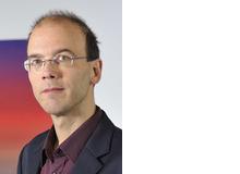 Prof. Dr. Michael Schredl hat Elektrotechnik und Psychologie studiert. Er ist wissenschaftlicher Leiter des Schlaflabors am Zentralinstitut für Seelische Gesundheit, Mannheim (DE), wo er seit 30 Jahren Träume erforscht und seit 2017 eine Albtraumsprechstunde führt.