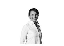 Petra Seeburger ist Intensivpflegefachfrau, Journalistin und Kommunikationsspezialistin. Sie arbeitet seit über 30 Jahren im Gesundheitswesen.