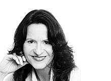 Anja Lang ist langjährige Medizinjournalistin. Sie ist Mutter von drei Kindern und lebt mir ihrer Familie in der Nähe von München.