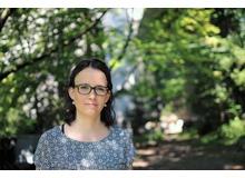Felicitas Forrer ist Psychologin, Doktorandin sowie psychologische Psychotherapeutin in Weiterbildung am Zentrum für Psychotherapie an der Universität Freiburg und am Lehrstuhl für klinische Psychologie und Psychotherapie und befasst sich mit dem Zusammenhang zwischen Zurückweisungsempfindlichkeit und Essstörungen bei Jugendlichen.