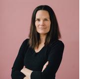 Katharina Hoch ist freischaffende Journalistin und lebt mit ihrer Familie in München. Beim Streiten mit ihrem Mann fragt sie sich oft, ob sie ein gutes Vorbild für ihre Kinder ist. Nach dem Interview mit Mathias Voelchert war sie allerdings beruhigt. Jetzt weiss sie, dass sie gar nicht so viel falsch macht.
