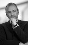 Gerald LembkeProf., leitet den Studiengang für Digitale Medien an der Dualen Hochschule Mannheim. Er ist Autor mehrerer Bücher zum Thema Medien. In seinem Buch «Die Lüge der digitalen Bildung: Warum unsere Kinder das Lernen verlernen» setzt er sich mit den negativen Folgen kindlichen Medienkonsums auseinander.