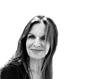 Claudia Landoltist leitende Autorin beim Schweizer ElternMagazin Fritz+Fränzi, Mutter von vier Buben und Yoga-Lehrerin. Sie lebt mit ihrer Familie im Aargau.