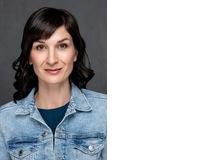 Dr. Cornelia Hotz arbeitet als Coach, Mediatorin und Autorin. In ihrer Praxis in Zug begleitet sie Personen und Familien bei der Bewältigung von Krisen, Schicksalsschlägen und Konfliktsituationen.