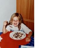 Hanna Lauer liebte als Kind Griessbrei mit Kakaopulver und Himbeersirup. Das Highlight: wenn der Rand des Tellers freigeschaufelt war, gab's einen Ring Himbeersirup, der den Brei rundherum zierte.