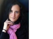 Sandra MatteottiDr. phil., ist studierte Germanistin und Philosophin. Sie forschte zu Themen der Literatur, Ethik und Moral und hat sich in Weiterbildungen mit dem menschlichen Körper und mit Ernährung befasst. Sie arbeitet als freie Journalistin und Künstlerin und ist Mutter eines Teenagers.