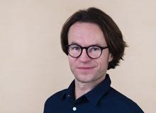 Florian Blumer, Redaktor und Leiter Produktion beim Schweizer ElternMagazin Fritz+Fränzi, ahnte schon früh, dass am Samichlaus etwas faul ist – seit dem Tag, als ihm die Grossmutter mit einer vorwurfsvollen Bemerkung die Kapuze zurechtzupfte. Seine Tochter ist 1.5 Jahre alt.