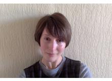 Anna Gielas schliesst zurzeit ihr Doktorat an der University of St Andrews in Schottland ab und schreibt für deutsch- und englischsprachige Printmedien. Sie lebt mit ihrer Familie in Edinburgh.