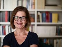 Irma Aregger arbeitet als freischaffende Texterin. Die humorvolle Zürcherin kämpft abwechslungsweise mit dem
