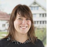 Simone Hilber ist Soziologin und arbeitet bei der Stiftung Kinderdorf Pestalozzi als Fachperson zu Bildungs- und Evaluationsfragen.