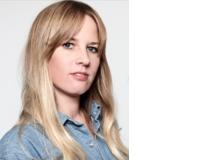 Nicole Gutschalk ist freie Journalistin. Sie beschäftigte das Thema Homosexualität bei Jugendlichen schon als 18-Jährige: Sie wunderte sich darüber, warum es an ihrem Gymnasium keine lesbischen oder schwulen Paare gab, die händchenhaltend über den Pausenplatz spazierten. Nicole Gutschalk hat drei Kinder und lebt mit ihrer Familie in Zürich.