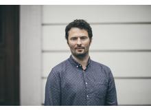 Falco Meyer ist freier Journalist, Psychologe und Vater einer kleinen Tochter. Er lebt und arbeitet in Zürich.