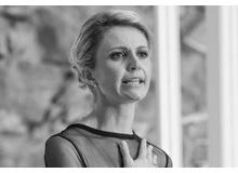 Dr. Sandra Hutterli ist Bildungsexpertin mit breitem Erfahrungshintergrund zum Beispiel als Vertreterin der Schweiz in Bildungsfragen im Europarat und der Europäischen Union und als Verwaltungsrätin eines internationalen Forschungszentrums. Heute ist sie als Leiterin der betrieblichen Bildung der SBB und hat einen Lehrauftrag an der HSG inne. Diesen Artikel schrieb sie in Ihrer Funktion als ist Vizepräsidentin der Robert F. Kennedy Stiftung für Menschenrechte in der Schweiz.